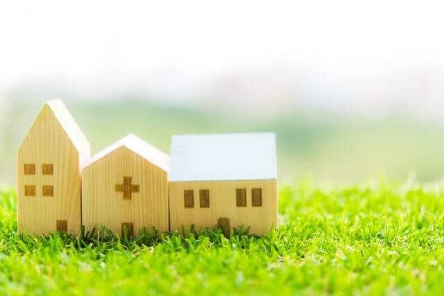 病院と家の模型