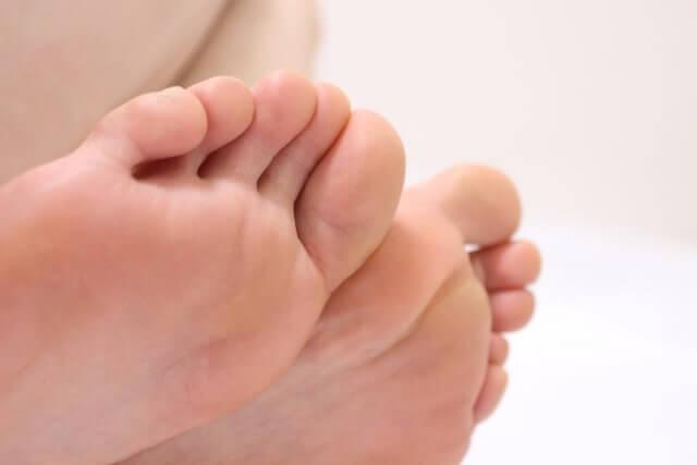 腰痛+足のしびれに要注意!考えられる4つの原因と対処法