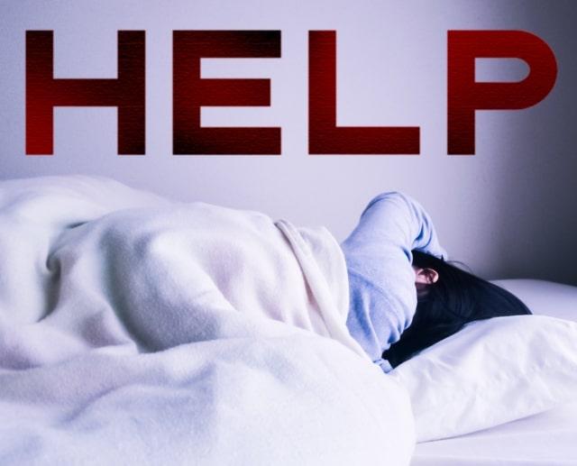 体調が悪く助けを求める女性