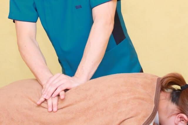 接骨院で施術を受ける
