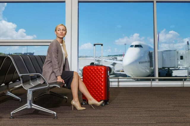 飛行機での坐骨神経痛におすすめ対策法やクッションを紹介