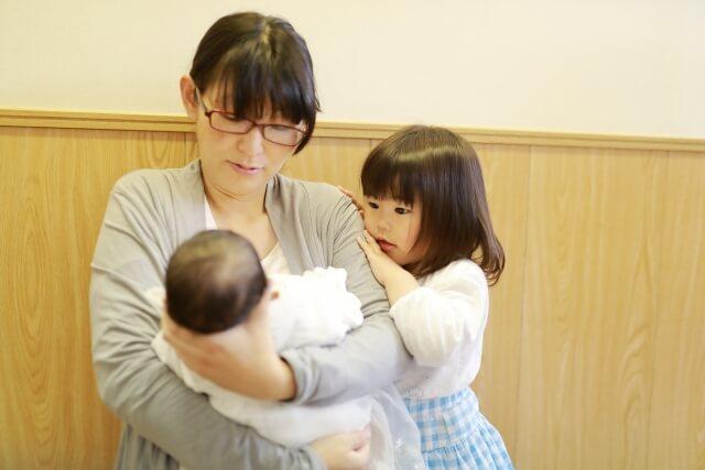 産後の骨盤矯正は6か月目以降効果ない?期間や回数、恥骨痛について